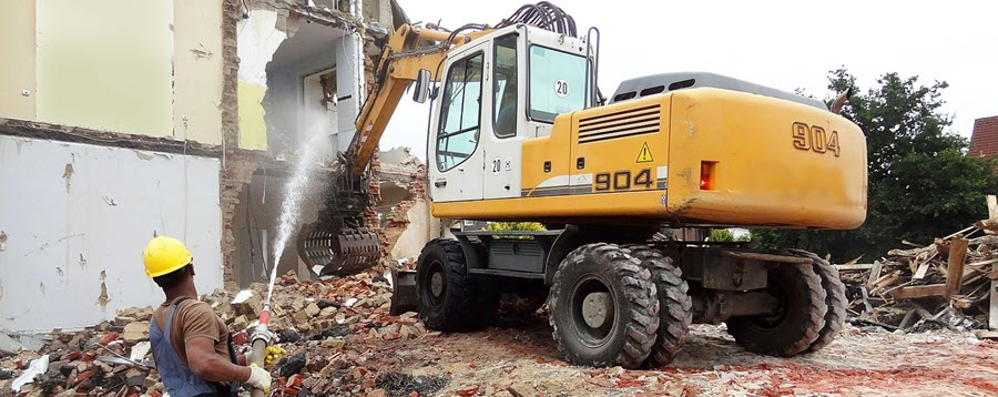 How to Reduce the Health Risks of Dust and Debris on Construction Sites